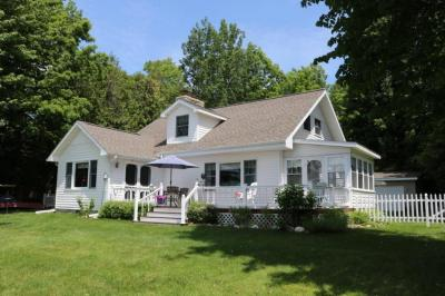 Photo of 2059 Bluffs Highway, Cheboygan, MI 49721