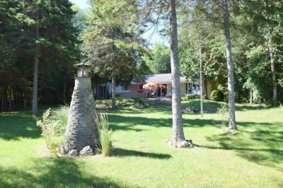 Photo of 844 Lake Shore Boulevard, Cheboygan, MI 49721